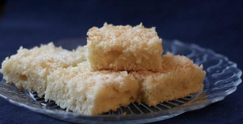Saftiger Kokos BlechkuchenSaftiger Kokos Blechkuchen