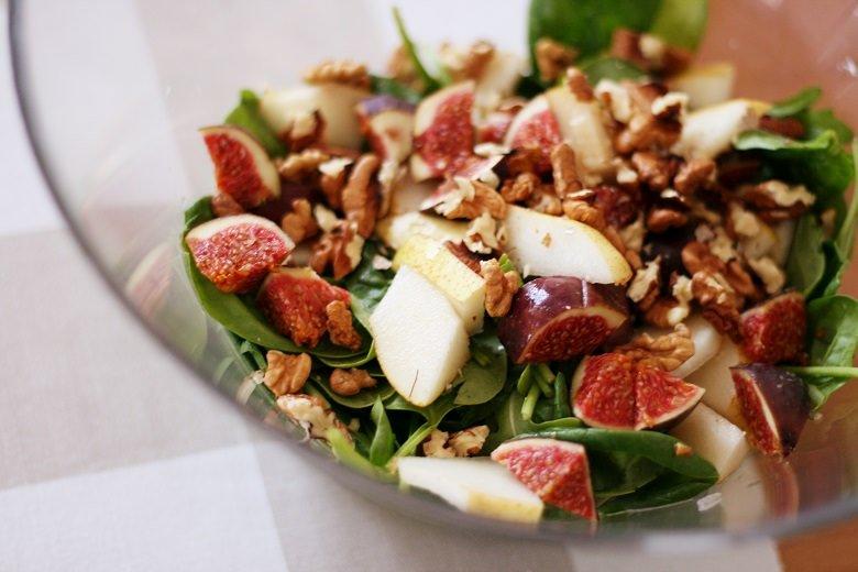 Birne-Feige-Walnuss-Salat mit Honig-Senf-Soße